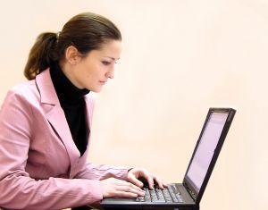 mujer de negocios ordenador