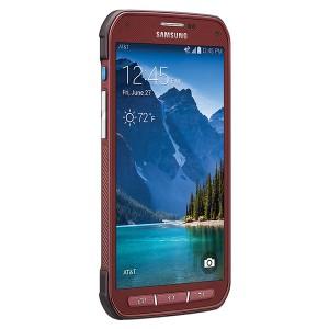 El Samsung Galaxy S5 Active está disponible en varios colores, como este rojo de la foto.