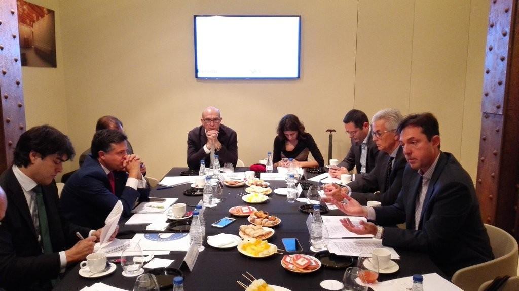 Los responsables de Capgemini, Everis, Vass, Leadclic, Deloitte, Aborda, Atos y Accenture durante el encuentro con la prensa
