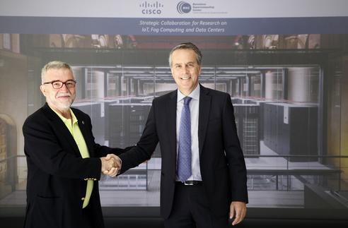 Mateo Valero y José Manuel Petisco durante la firma del acuerdo