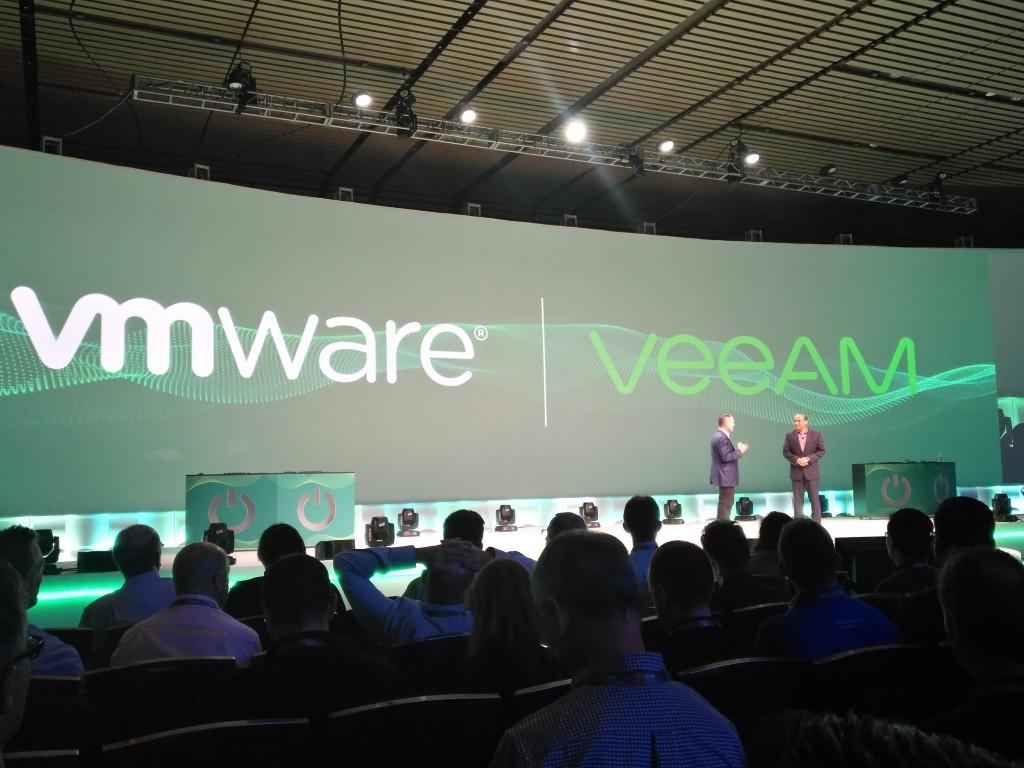 Peter McKay, CEO de Veeam Software, y Sanjay Poonen, COO de VMware, en un momento de su presentación durante el VeeamON 2017