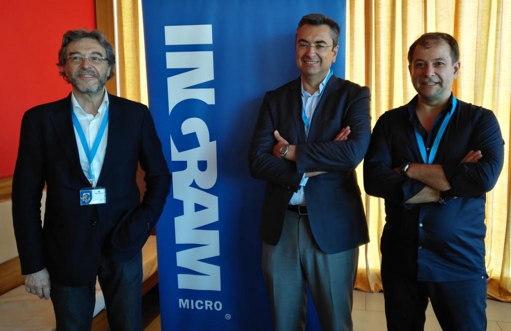 Juan Antonio Gómez, presidente de Walhalla; Alberto Pascual, director de Ingram Micro Madrid; y José Luis Montes, director de desarrollo de negocio de Walhalla